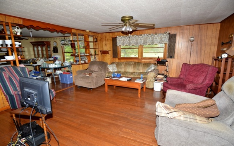 1598 Roberts Rd Rd, Hardyville, Kentucky 42746, 3 Bedrooms Bedrooms, ,1 BathroomBathrooms,Real estate and personal property,Past Auctions,Roberts Rd,20191428