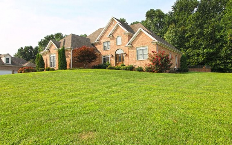 1317 Lakemere Avenue, Bowling Green, Kentucky 42103, 4 Bedrooms Bedrooms, ,4 BathroomsBathrooms,Single Family,For Sale,Lakemere Avenue,20181656