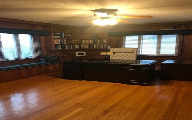 313 College Street, Greenville, Kentucky 42345, 5 Bedrooms Bedrooms, ,5 BathroomsBathrooms,Single Family,For Sale,College Street,20181206