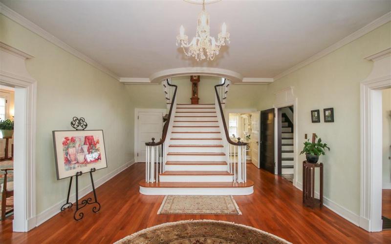 902 Elm Street, Bowling Green, Kentucky 42101, 4 Bedrooms Bedrooms, ,3 BathroomsBathrooms,Single Family,For Sale,Elm Street,20181659