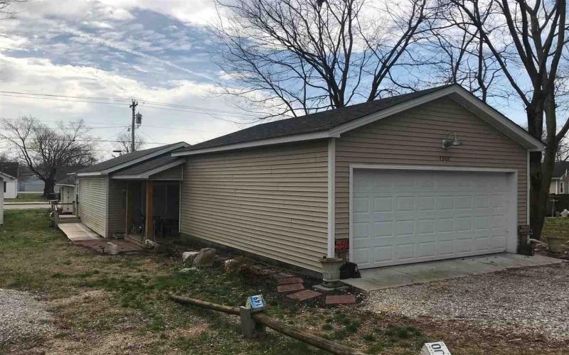 1307 Kenton St, Bowling Green, Kentucky 42101, 2 Bedrooms Bedrooms, ,1 BathroomBathrooms,Single Family,For Sale,Kenton St,20191168