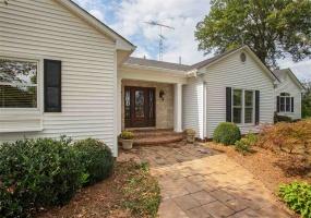 8775 Nashville Road, Bowling Green, Kentucky 42101, 3 Bedrooms Bedrooms, ,4 BathroomsBathrooms,Single Family,For Sale,Nashville Road,20180859